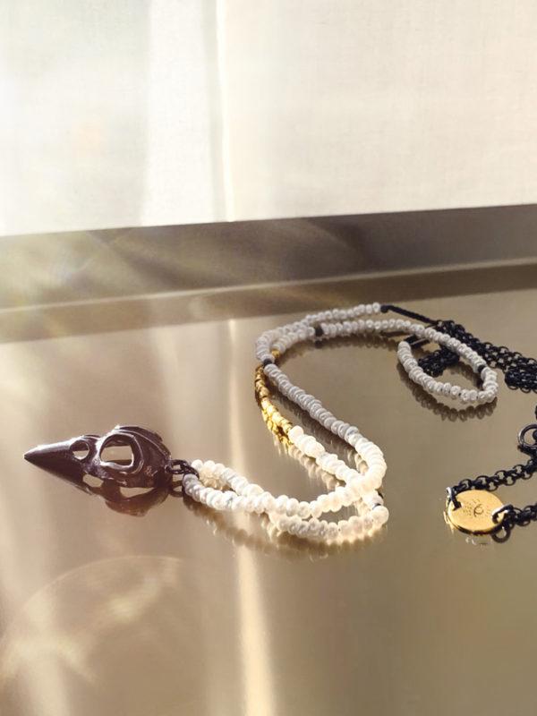 długi naszyjnik z maleńkich perełek Valkirie - hołd dla skrzydlatych wysłanniczek bogów