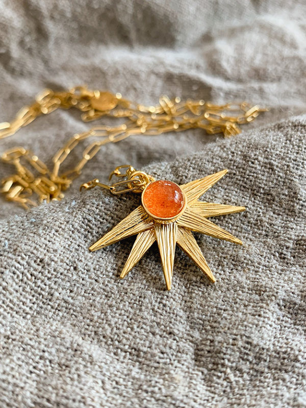 wyjątkowy naszyjnik ze słońcem Alcyone - Iluzja Jewellery - zbliżenie