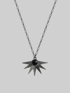 Naszyjnik z gwiazdą i czarnym onyksem Alcyone Deep Night Iluzja Jewellery