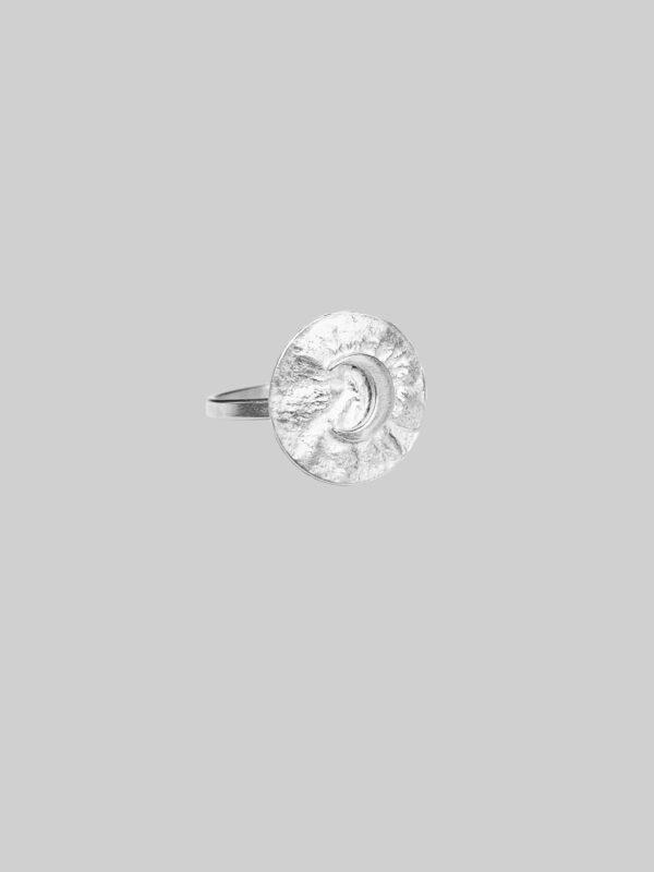 pierscionek srebrny z lunulą